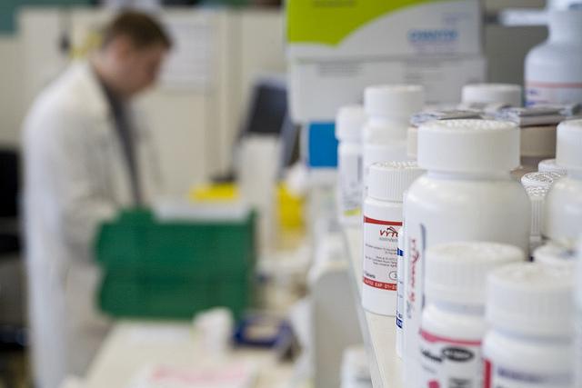 Стоит ли покупать лекарства в интернет-аптеках?